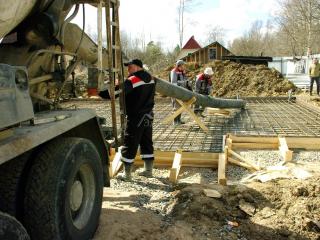 Заливка фундамента – железо-бетонной монолитной плиты, д. Лемболово СНТ «Аист»