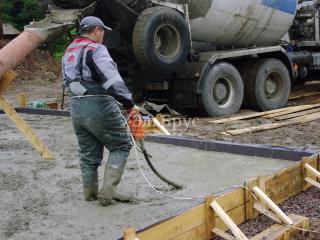 Заливка железо-бетонной монолитной плиты под строительство каркасного дома по проекту КД 066, СНТ «Фауна»