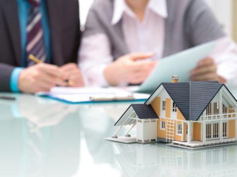 Ставки по ипотеке в России упали