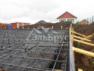 Заливка фундамента – железо-бетонной монолитной плиты под строительство каркасного дома по проекту КД 031, ТСН Южные Высоты